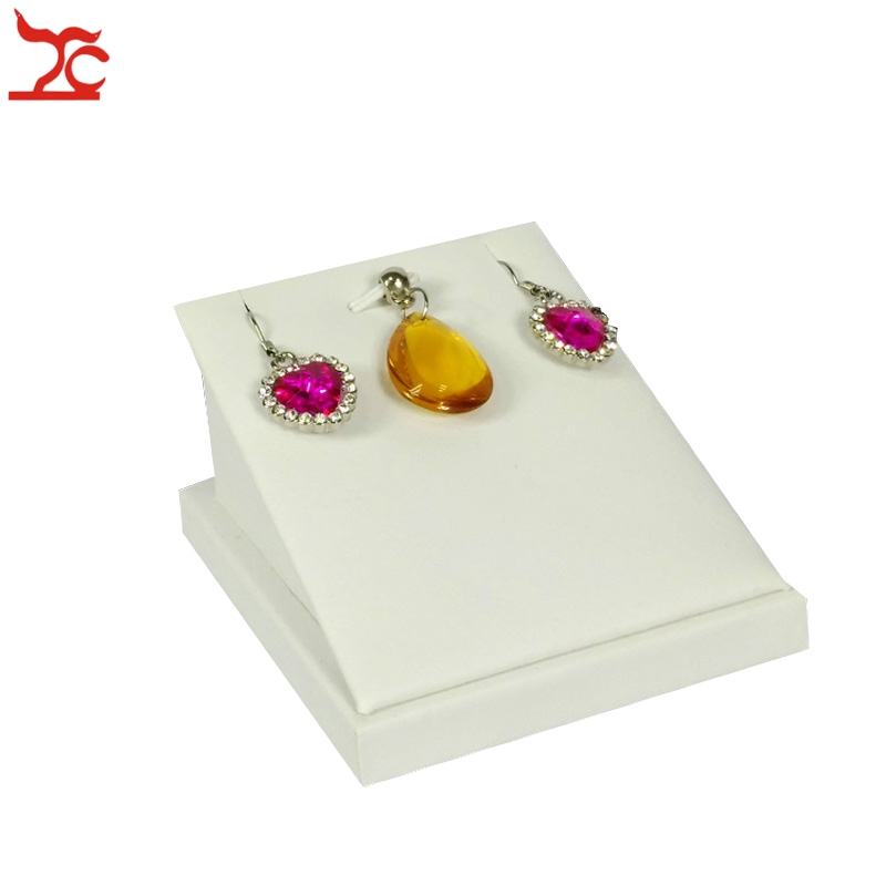 Retail jewelry display stand white pu pendant holder for Organiser un stand