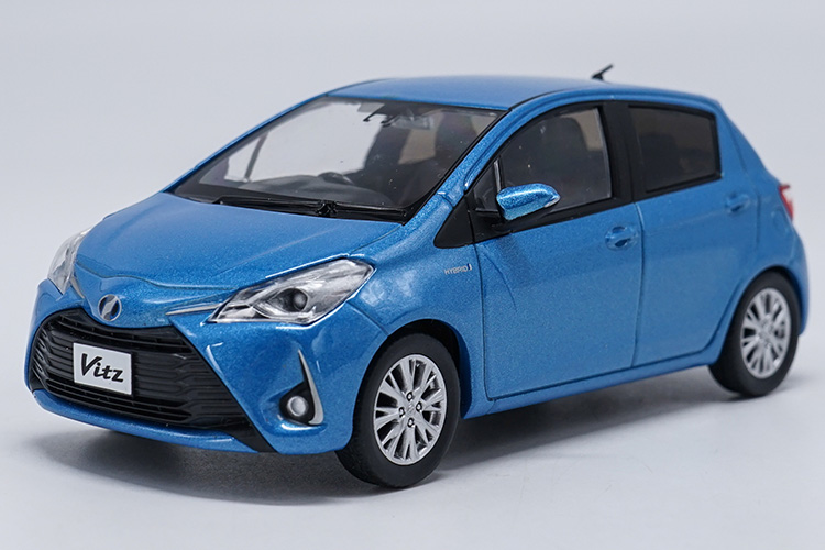 1:30 Diecast Model for Toyota Vitz Blue (Without Color Box) Minicar Alloy Toy Car Miniature Collection Gifts Yaris echo black diecast model car for 1 18 bmw 760li f02 luxury 7 series vehicle miniature toys alloy gifts collection minicar