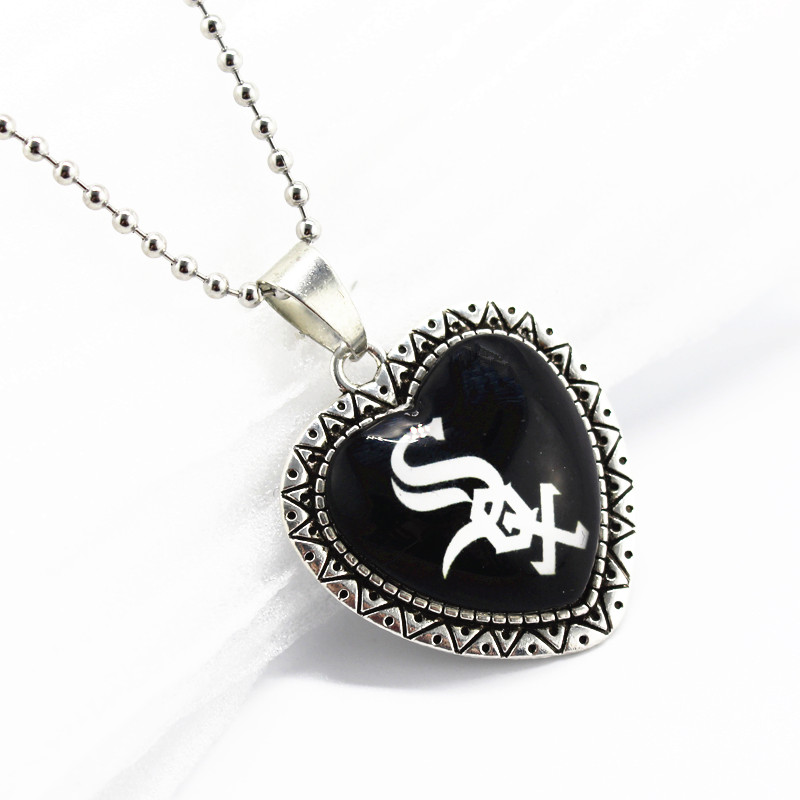 10pcs/lot Chicago White Sox team dangle charms heart glass pendant charms with 45cm chains baseball sports necklace jewelry