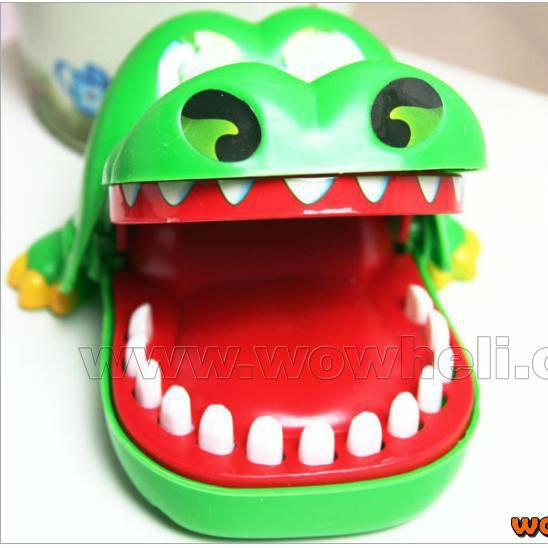 Free shipping New Novelty Items Children Gift Magic Crocodile Mouth Dentist Bite Game Toys Party Key chain FSWOB