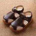 2017 Nuevos Niños Sandalias de Cuero Suave de Los Bebés Zapatos de Prewalker Suave Suela de Cuero Genuino de Verano Los Niños Sandalias De Playa Marrón