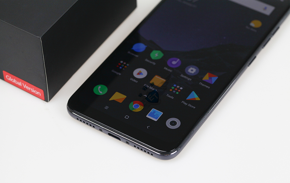 Xiaomi-POCOPHONE-F1-REAL-PICTURE-with-logo-2