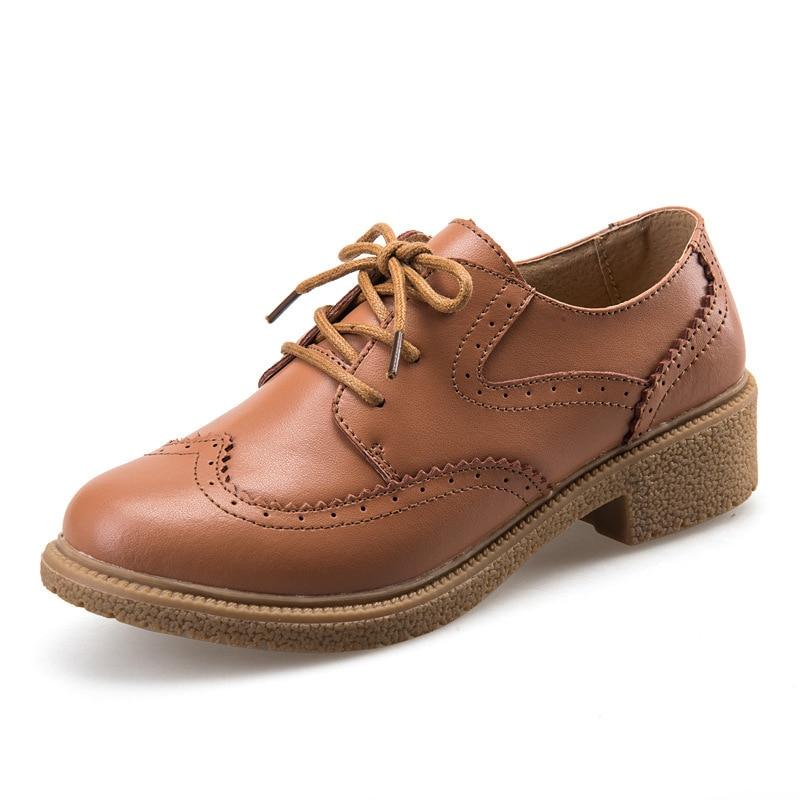 8921e69264 Nuevo 2016 de Cuero Genuino Zapatos Oxford Para Las Mujeres Brogue Moda  tallado Punta Redonda Lace Up Oxfords de Las Mujeres de Las Señoras  Ocasionales ...