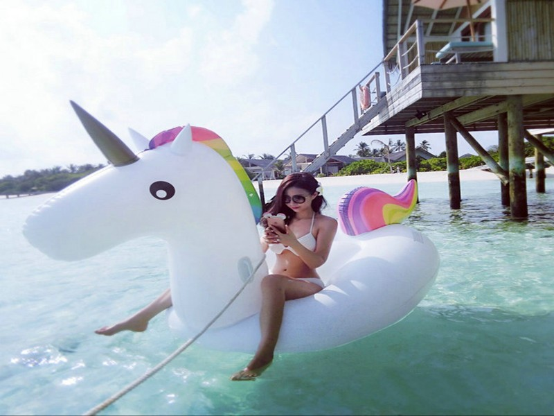 Swimming Pool toys 2.75*1.4*1.2M Inflatable UNICORN Pool Floats Inflatable Swimming Rings Air Rafts with hand push pump