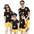 Новый летний семья посмотрите одежда наборы Star sports мать дочь Мальчики Девочки семья Черный футболки + Желтые Штаны Наряды