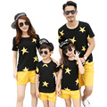 New look de verão da família mãe filha família Meninos Meninas conjuntos de roupas de esportes Da Estrela camisas Pretas de T + Calças Outfits Amarelo