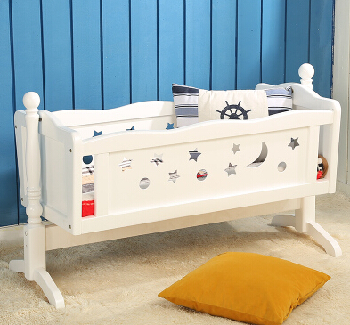 Baby crib wood table. Bed. Roller ou neonatal bed game bedBaby crib wood table. Bed. Roller ou neonatal bed game bed