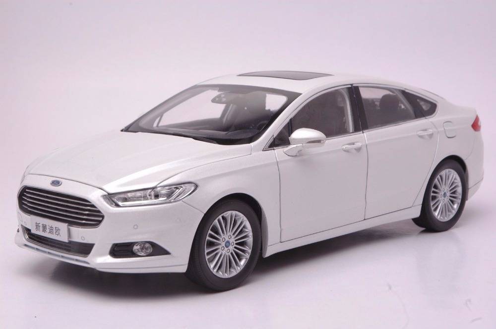 1:18 Diecast Model For Ford Mondeo 2013 White Sedan Alloy Toy Car Miniature Collection Gifts