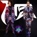 (Jacket + pants) traje masculino discoteca cantante DJ en Europa y Estados Unidos muestran azul rojo brillante geométrico stretch satén superficie