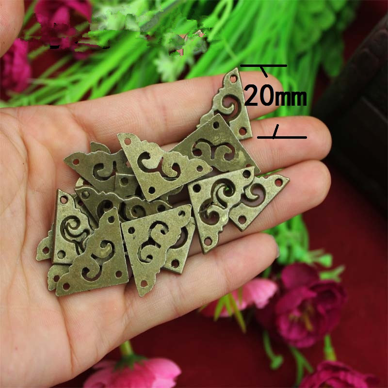 цены на Zinc Alloy Triangle Flower Wraps Cabochon Ancient Bronze Flatback Embellishments Scrapbooking For Wooden Box DIY,20mm,40Pcs в интернет-магазинах
