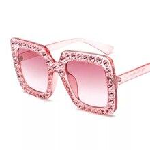 9389357a4 العلامة التجارية النظارات الشمسية الوردي للمرأة مع كريستال الأحجار عالية  الجودة المرأة مصمم ساحة كبيرة الإطار عاكس أسود مع حالة