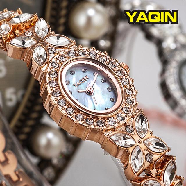 Mulheres Pulseira Relógios de Luxo Da Marca De Quartzo-Relógio YAQIN Verão Moda Reloj Mujer Casual Relógios Strass Relógios De Pulso 2017 Hot