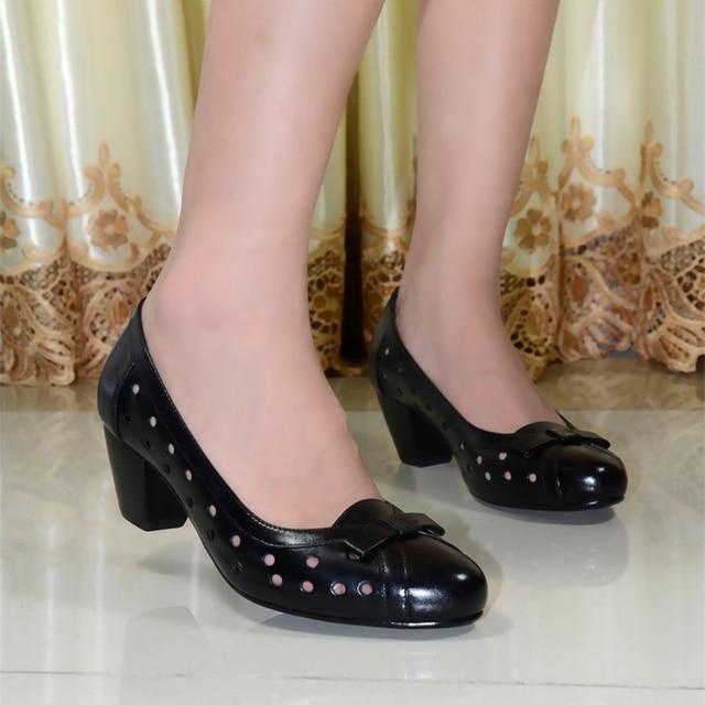 Женщины Из Натуральной Кожи Насосы Обувь 2017 Новый Женщины Med Туфли на каблуках для Женщин Управление Дамы Большой Размер Обуви 6022-1