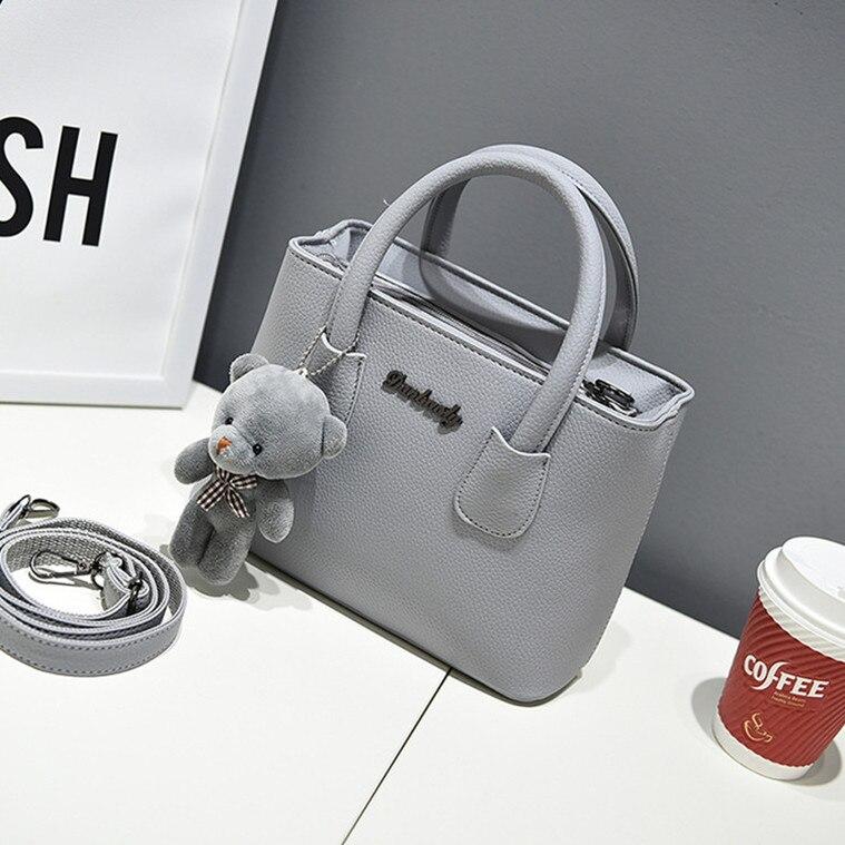 Freies verschiffen, 2018 neue frauen handtaschen, einfache mode klappe, bär ornamente frau umhängetasche, koreanische version umhängetasche.
