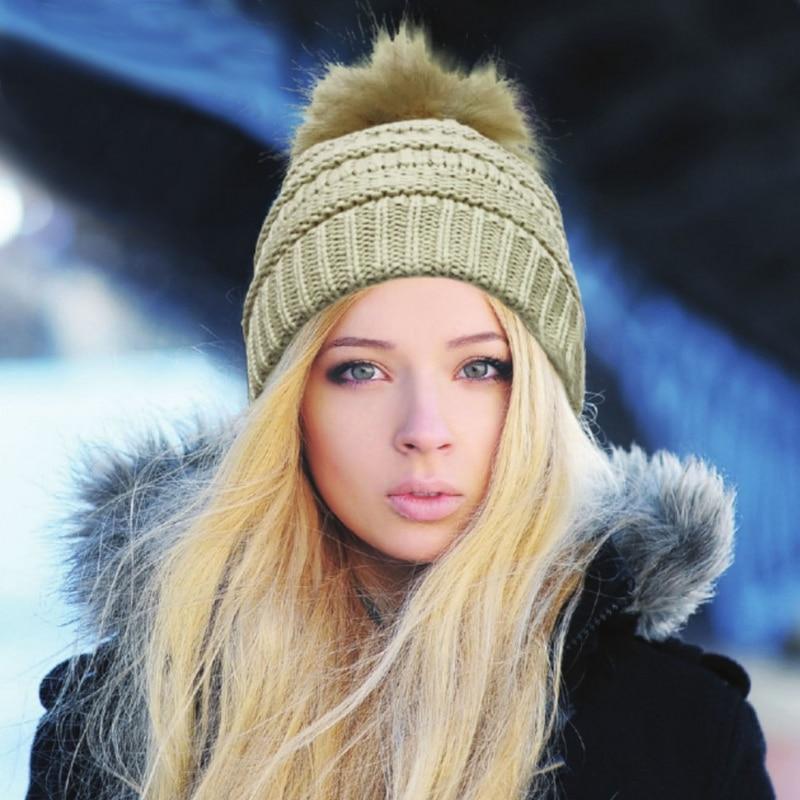 Nouvelle Arrivée Réel Raton Laveur Fourrure Pompon Chapeaux Femmes Bonnets  Cap chaud Tricoté Chapeau D hiver Pour Femmes Dame Automne Bonnet Épais  Femme c42df81068f
