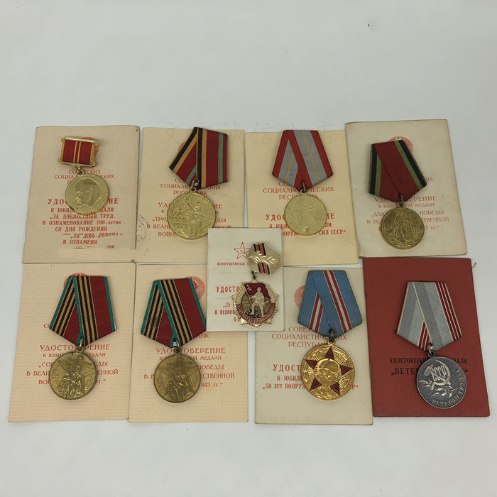Soviet Medal with certificate The same person The Soviet Union defeated the victory medal Armed forces