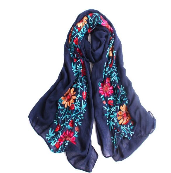 4f0dda44e209 Livraison gratuite de femmes brodent fleur châles pashmina coton belle  hiver tête hijab populaire musulman foulards écharpe