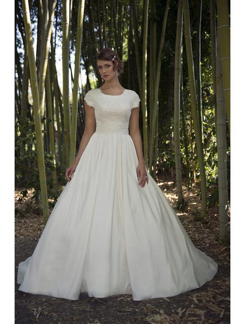 Vestido De Noiva Simple Lace Satin Modest Wedding Dresses 2019 Cap Sleeves  Scoop Neck New Temple f6834eccc1db