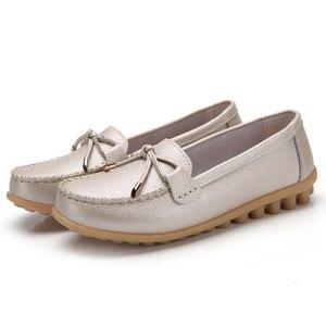 Image 5 - Женские мягкие туфли на плоской подошве ZIMENIE, брендовые прогулочные Кожаные Туфли Лоферы 16 цветов с украшением в виде бабочки, большие размеры 35 44