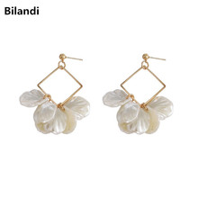Japanese and Korean geometric fashion exquisite acrylic petals earrings ladies trend flower pendant earrings wholesale fashionable earrings fashion trend ms decoration earrings colourful matching earrings geometric accessories wholesale earrings