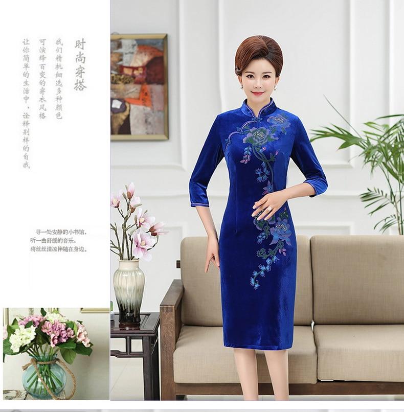 WAEOLSA Chinese Women Slim Fit Velvet Dress Red Navy Blue Flower Cheongsam Robe Femme Side Slit Velutum Dresses Woman Ethnical Qipao Dress Lady (6)
