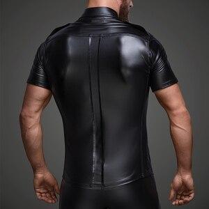 Image 2 - Męski ze sztucznej skóry koszule PU skóra koszulki z krótkim rękawem mężczyźni Sexy topy Fitness gejów lateksowe koszulka Tees mężczyzna etap topy Tee Sexy odzież klubowa