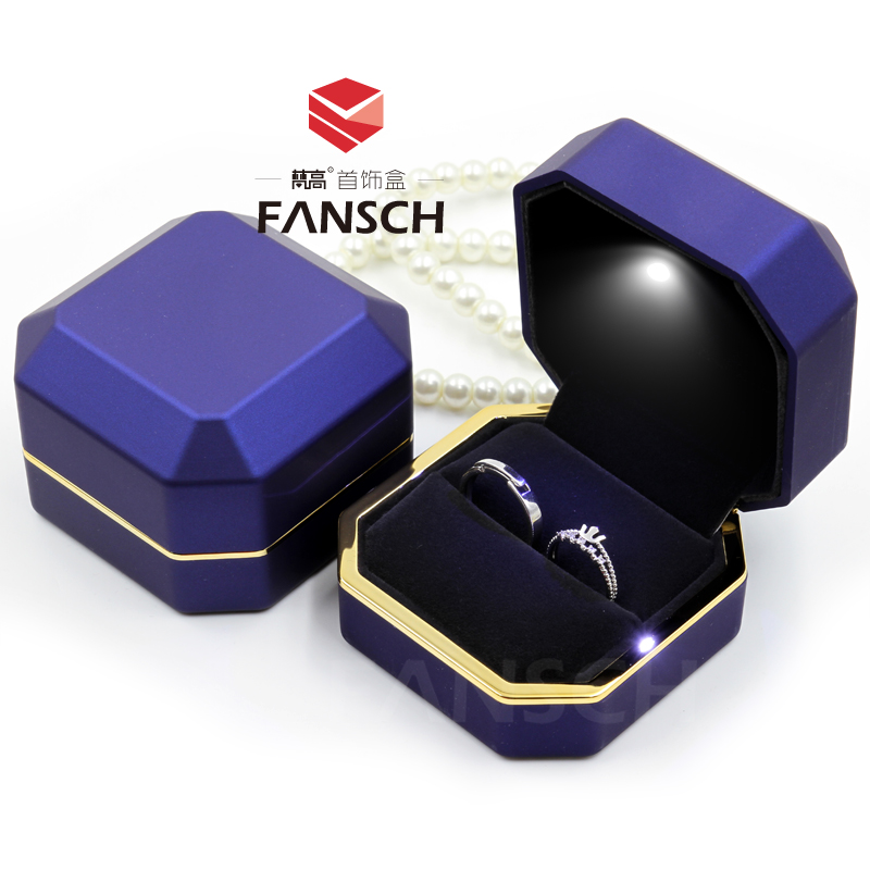 High Quanlity Square Wood Box With Light Fashion Romantic Jewelry Wooden Ring Boxes Coffee Color Gift