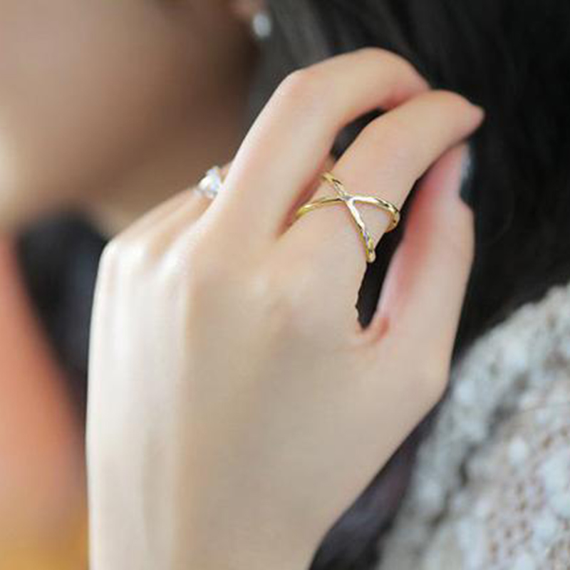 2018 fashion of the new X thermal model of finger gelenke women surrounding three-dimensional hollow ring cross hot fashion