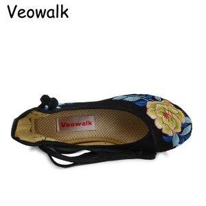 Image 3 - Veowalk中国midトップ女性のキャンバスフラットプラットフォーム靴女性歳北京花綿刺繍快適なzapatos mujer