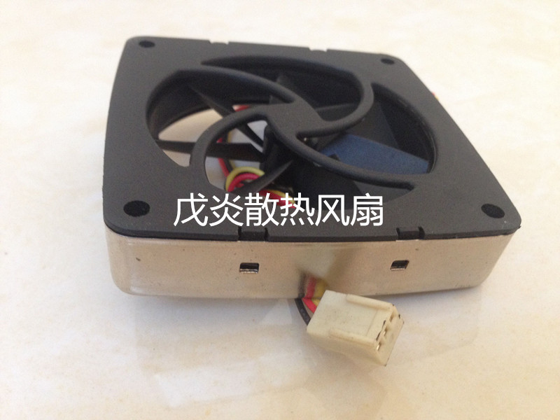 Emacro Y.S.TECH  PD1270155B-2F DC 12V 3.84W  3-wire 3-pin connector 70x70x15mm Server Square fan free shipping emacro sf7020h12 61as dc 12v 250ma 3 wire 3 pin connector 65mm6 server cooling blower fan
