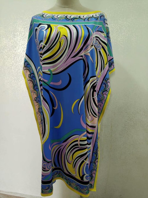 جديد 2018 مصمم أزياء اللباس المرأة قصيرة الأكمام الأزرق هندسية طباعة كبيرة حجم XXL تمتد جيرسي فضفاض الحرير اليوم اللباس-في فساتين من ملابس نسائية على  مجموعة 3