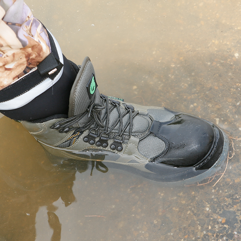 Breathable fishing wading shoes with felt sole, men's fishing boots