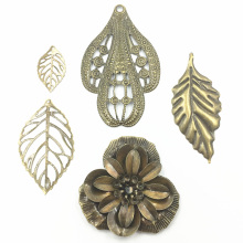 10Pcs Antique Bronze Tone Leaf Flower Medal Alloy Connectors Filigree Wraps Hollow Pattern Embellishments Jewelry DIY Findings