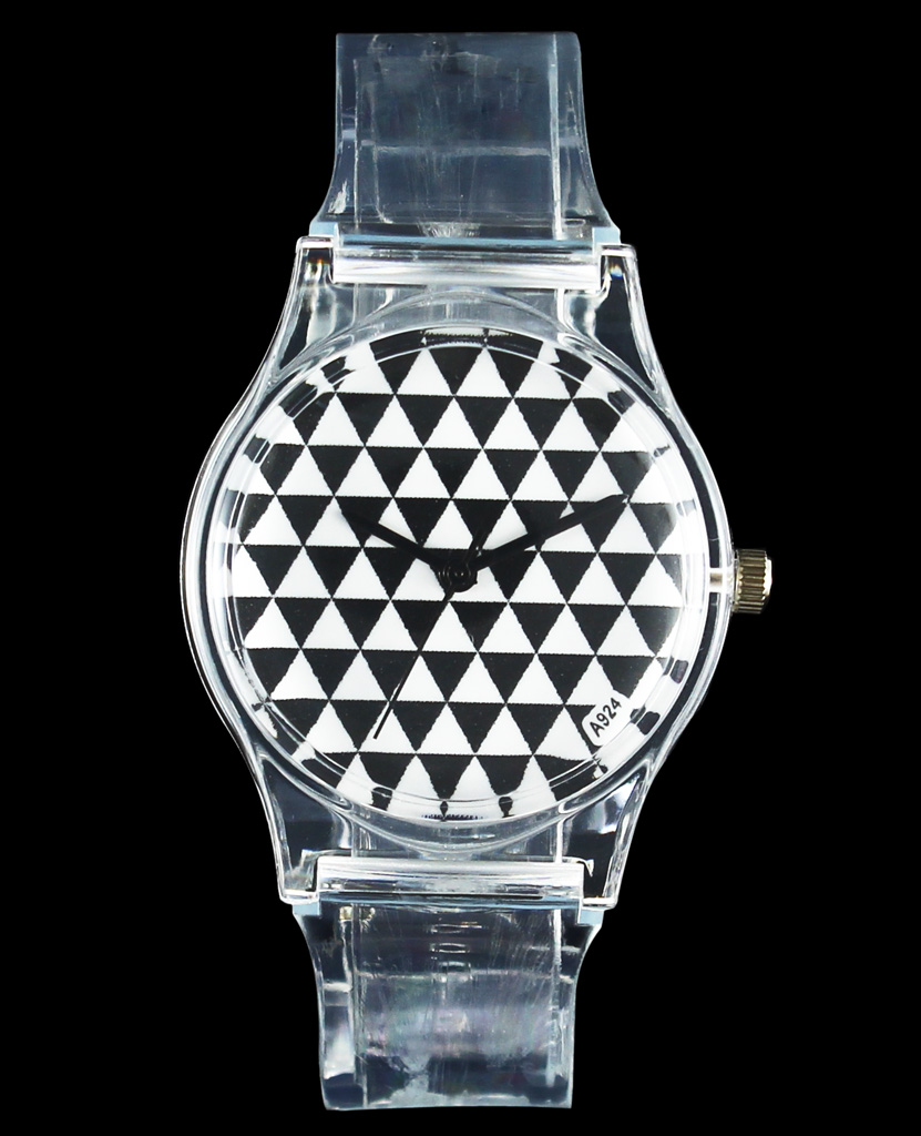 UFO Alien / Triangle Dial klockor Nya utomjordiska Space Invaders Star Wars Kids Children Cartoon Quartz Armbandsur