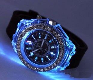 Люминесцентные наручные часы.