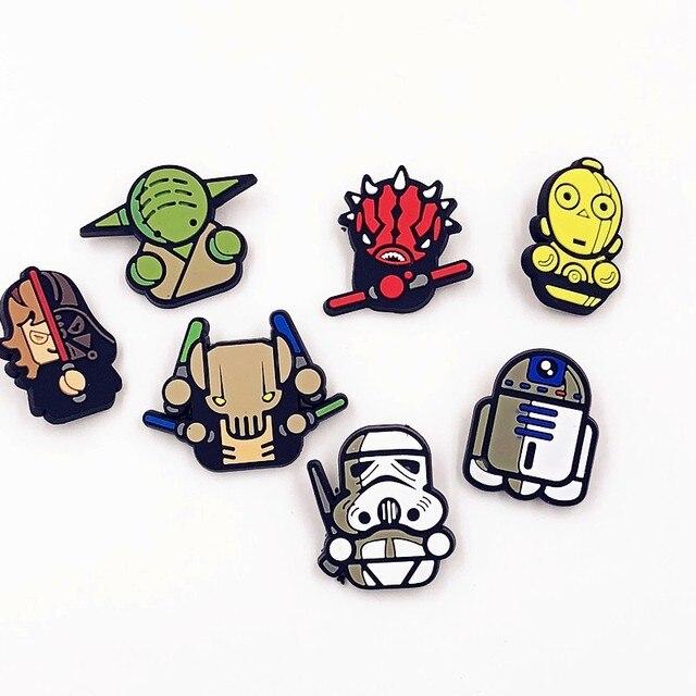 1 Pcs Cute Cartoon Star Wars PVC Distintivi e Simboli Spilli Spille Pinback Pulsante di Vestiti Zaino Decorazioni Cappello Scherza il Partito Del Regalo Distintivo