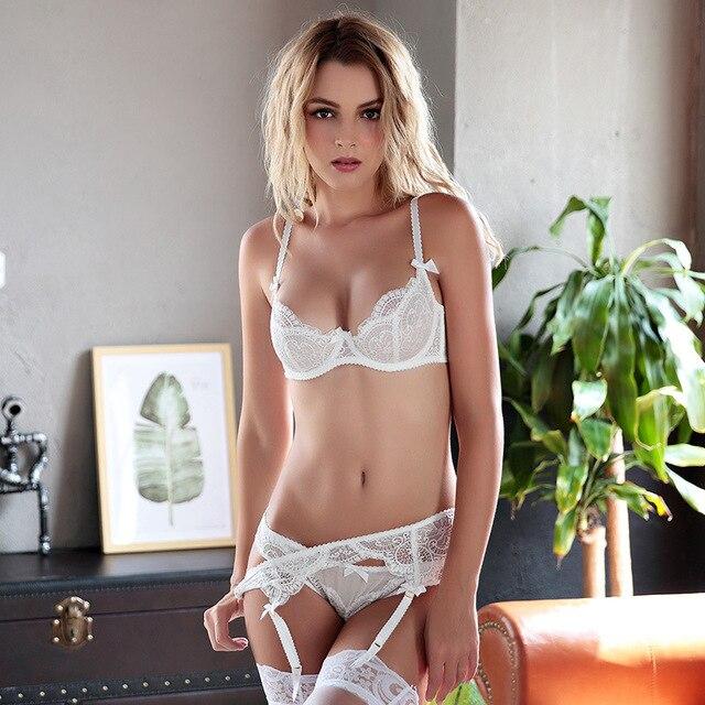 b5c3e484b8529 Nouveau Blanc Lingerie Ensemble Marque Femmes Sheerness Dentelle Arcs Push  Up Italie Sexy Sous-Vêtements