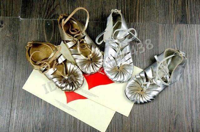Натуральная Кожа обувь Впервые Ходунки хороший подарок для девочек детские мокасины босоножки металлические Обувь