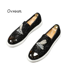 Ovxuan Glitter Men Flats Black Sequins Metal Top Fashion Party Dress Shoes Handcraft Embroidered Honeybee Casual Men Loafers(China)