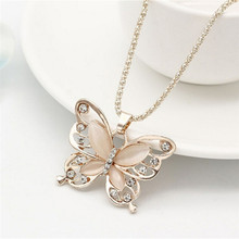 Fashion Rose Emas Kristal Akrilik 4 Cm Big Butterfly Liontin Kalung 70 Cm Rantai Panjang Sweater Perhiasan(China)