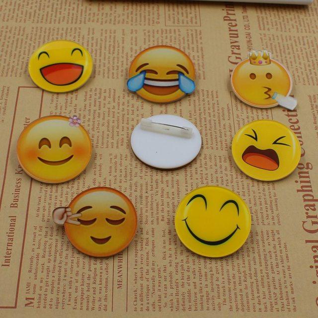 e7c2cb562 جديد 1 قطع الكرتون ابتسامة وجه الاكريليك إبرة رمز شارة مخطط الديكور بروش  ديي الملابس الملحقات