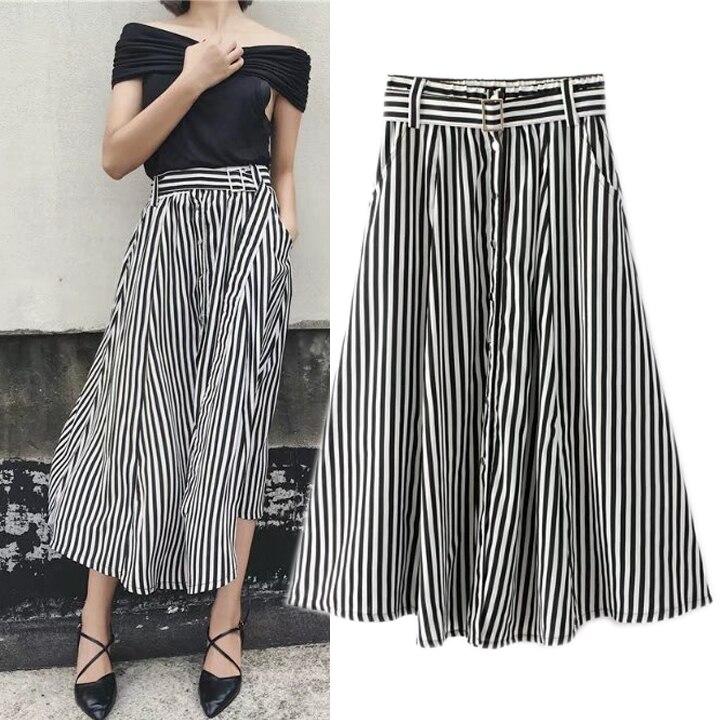 Черная юбка и белый пояс