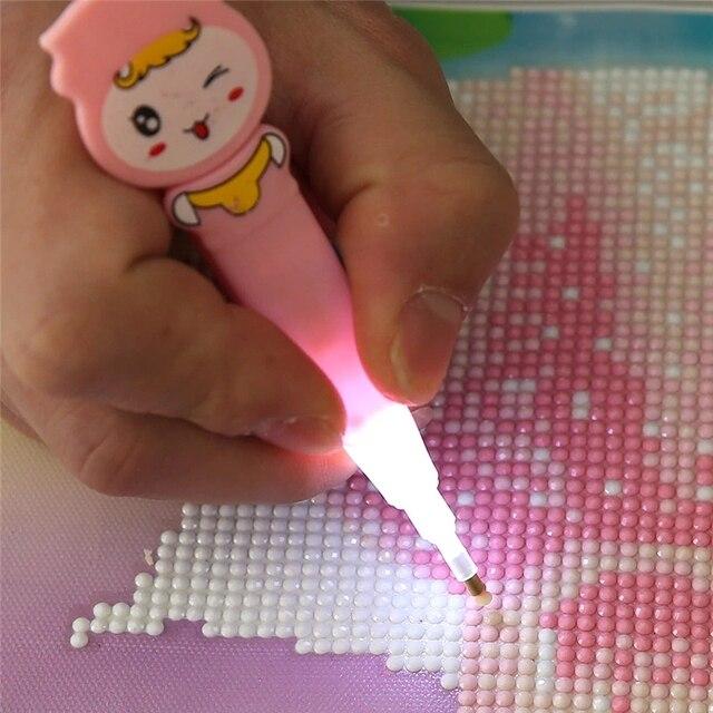 Desenhos animados Pintura Diamante Broca Caneta LEVOU Caneta com Luz Caneta Kit Bordado Ponto Cruz Pintura Ferramentas Cola Conjunto Bandeja De Plástico