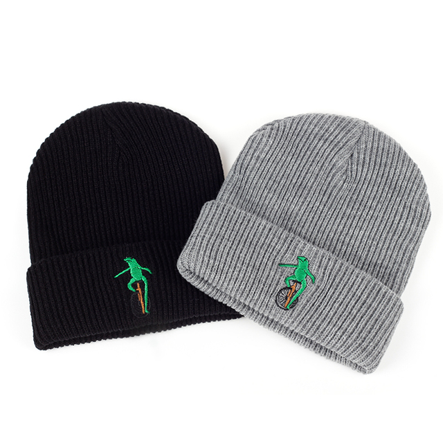 2017 New Embroidery Wheelbarrow Frog Winter warm hat Curved Bill Green Frog  Pepe Fitted Hats men ab2decd753