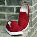 Мужчины мода лето скольжения на черной ткани обувь прохладный холст удобные мужские обувь zapatos де hombre плюс размер красный плед обувь