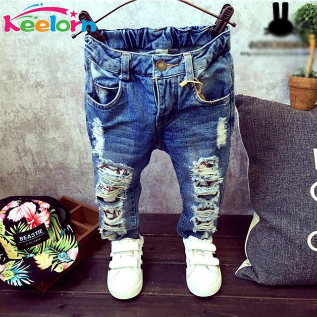 Keelorn Meninos jeans Crianças Calças Buracos Quebrados Calças 2017 Outono marca Do Bebê Das Meninas Dos Meninos Jeans 2-7Y roupa dos miúdos do bebê da menina calças de brim
