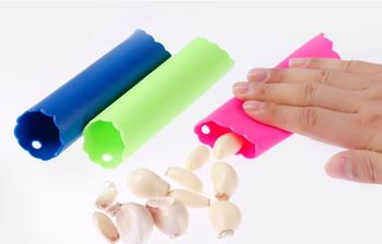 200pcs/lot Fast shipping Magic Silicone Garlic Peeler Peel Easy Kitchen Tool Random color 13x3cm