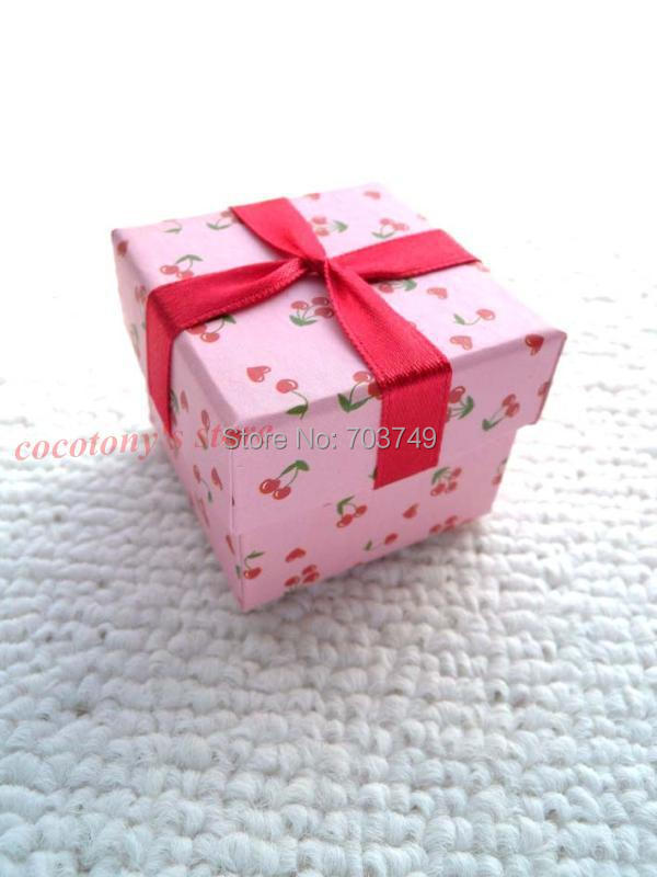 wholesale 40pclot pink cherries pendants necklace paper jewelry christmas gift boxes accessories a33 in jewelry packaging display from jewelry - Christmas Gift Boxes Wholesale
