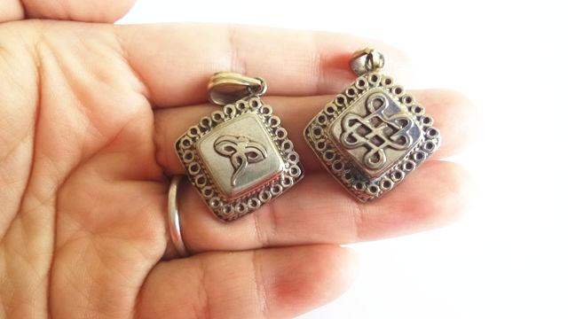 TGB117 Тибетский амулет подвески белый металл медь Молитва коробка ГАУ бесконечный узел Dorje Ом калачакра Будда глаз