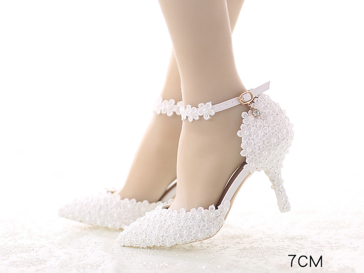 47b44f14740 The top of the shoe styles  Tip Heel height  7cm. With bottom style  With a  fine. Popular elements  Flower Color classification  white. Size  34-39